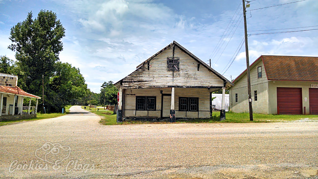 Rural roads in the state of Alabama, just outside Montgomery – Old ghost town buildings #Travel #Photography