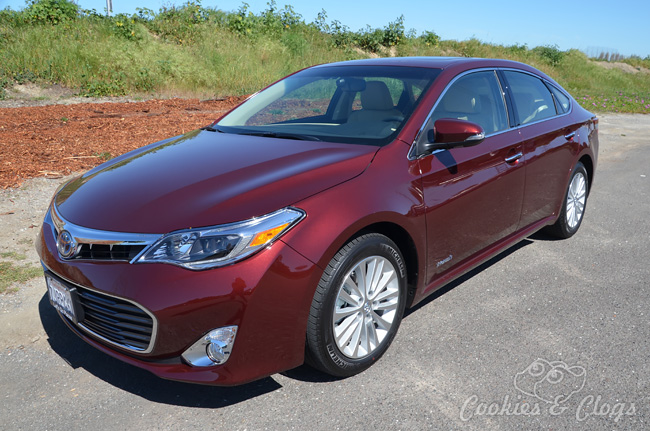2015 toyota avalon hybrid saving gas in luxurious style. Black Bedroom Furniture Sets. Home Design Ideas