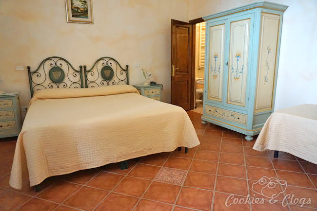 Travel | Italy | Our dream family vacation turned into a nightmare travel story with bed bugs / bedbugs / bed bug bites and more. See how lodging places Villa Cheli in Lucca and Guest House Paradiso Apartments in Siena handled it.