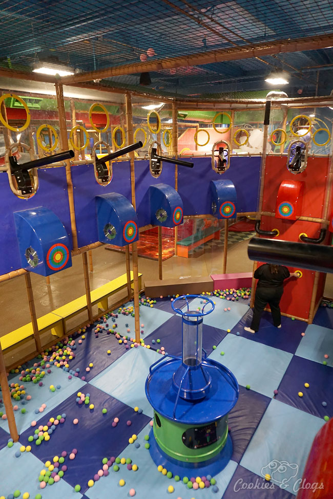 San Francisco Bay Area   Travel   Kids   The new Billy Beez indoor playground is open for families at Westfield Oakridge Mall in San Jose, California. Includes a climbing structures, a mini city for imaginative play for toddlers, cafe certified in dealing with food allergies, and party rooms. Fun for kids and adults / parents.
