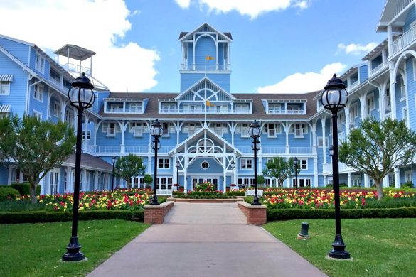 Cookies & Clogs | Travel | If you are staying at Walt Disney World with kids, then Disney's Beach Club Resort is perfect. It's a deluxe level resort with nice rooms, an amazing pool (pics inside), and plenty of tasty food options. Get all the info as well as how they deal with food allergies like eating gluten free for celiacs, look here!