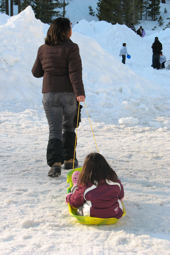 Cookies & Clogs | With temperatures dropping, soon it will be time to play in the snow. Use these expert safety and injury prevention tips for your upcoming travel plans as you enjoy winter activities for families. See tips about skiing with kids, sledding with kids, and frostbit prevention.
