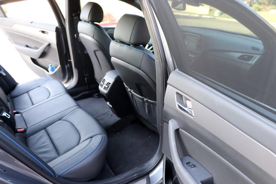 2018Hyundai Sonata dark gray back seats interior