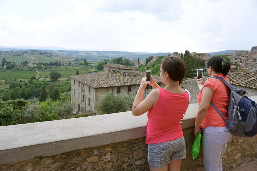 Family travel tips to visiting San Gimignano Italy Shopping, Tourist Info, Photos Hill Overlook