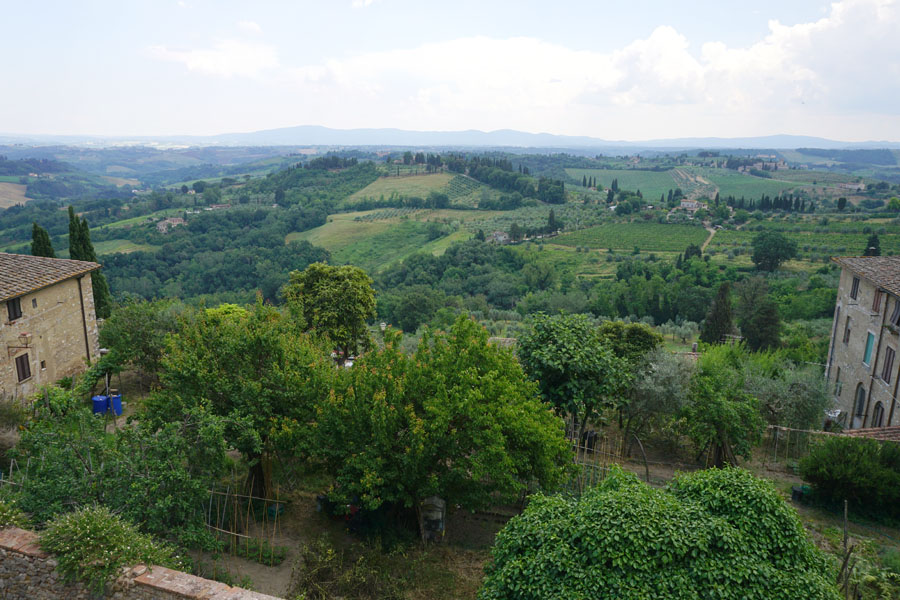 Family travel tips to visiting San Gimignano Italy Shopping, Tourist Info, Photos Tuscan Hillside Landscape