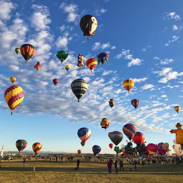 What an amazing morning at balloonfiesta ! Definitely worth thehellip
