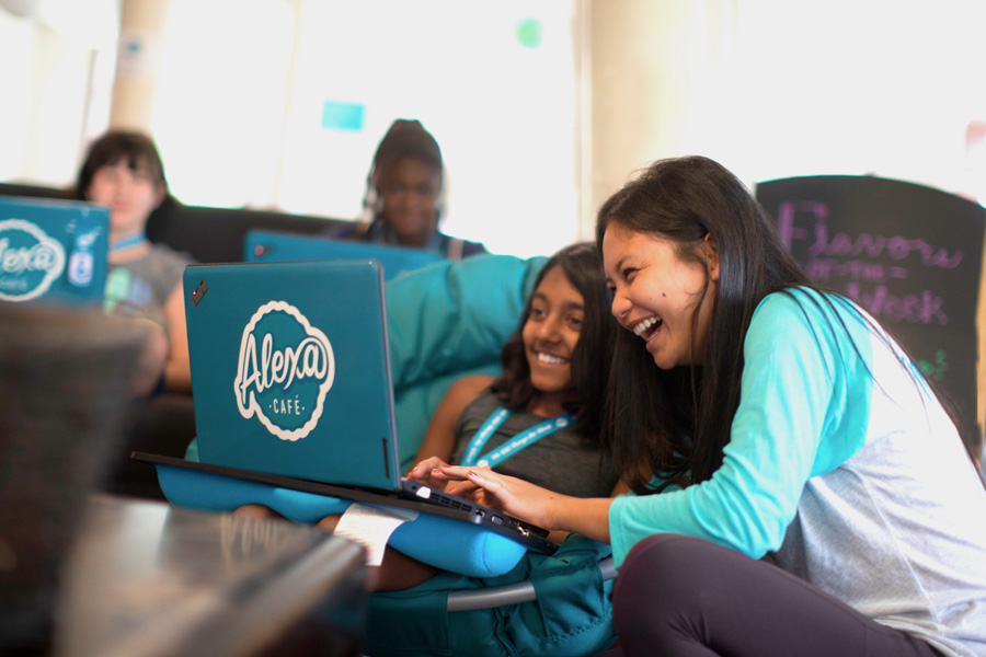 iD Tech STEM Summer Camps courses for girls and boy, ages 7-17, at universities like Stanford and UC Berkeley. Also, see exclusive discount code.
