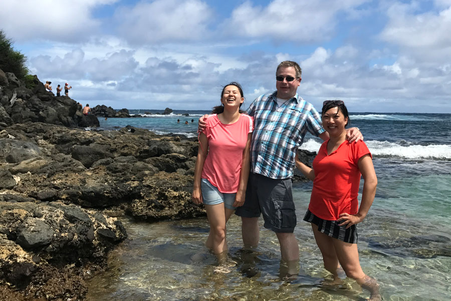 10 Mobile Photography Tips Anyone Can Use to Improve Their Photos for smartphones or cameras - laughing family oahu hawaii