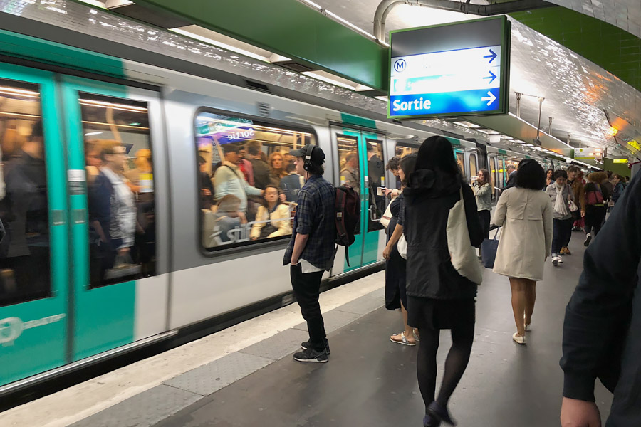 Paris Metro & Bus Public Transportation Guide: Rush hour busy train packed with passengers