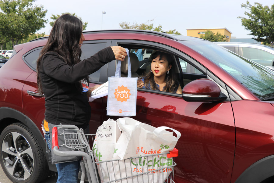 Lucky ClickCart Online Grocery Shopping with Curbside Car delivery review. Dublin location. Available at some Lucky Supermarkets and Save Mart.