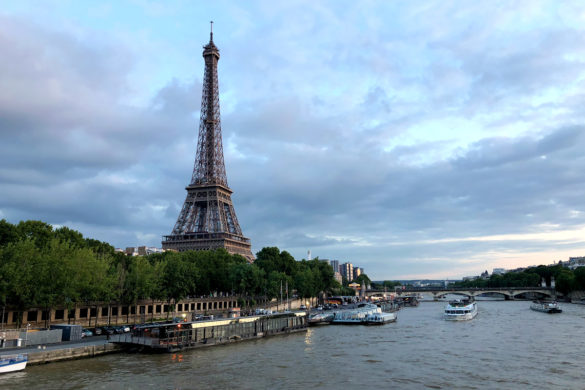 Best Paris boat tour tips for sightseeing cruise on the seine in Paris, France at sunset