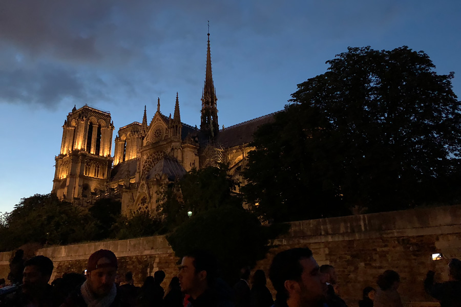 Best Paris boat tour tips for sightseeing cruise on the seine in Paris, France. Notredam