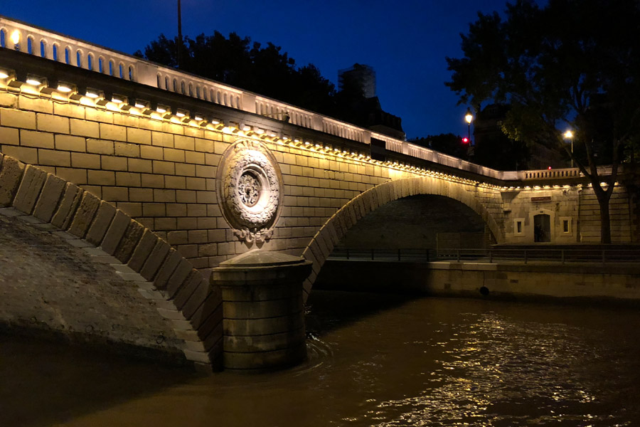 Best Paris boat tour tips for sightseeing cruise on the seine in Paris, France. Bridge