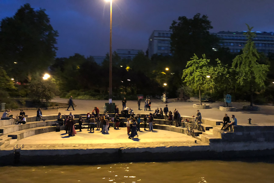 Best Paris boat tour tips for sightseeing cruise on the seine in Paris, France. Dancing on the Seine River